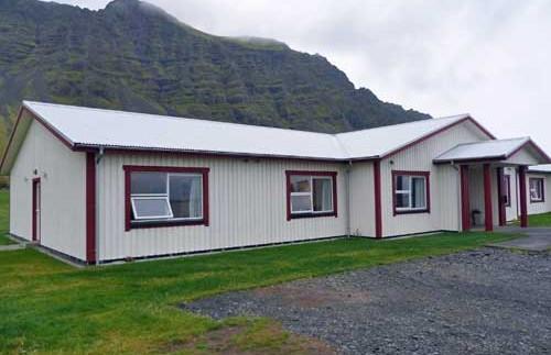 Blick von außen auf die Unterkunft in der Gletscherregion