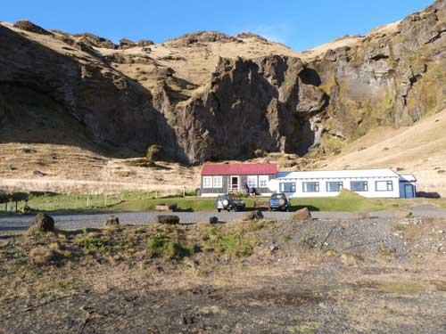 Unterkunft von außen bei einer Island Vulkanroute