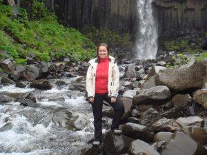 Reisespezialistin am Svartifoss Wasserfall