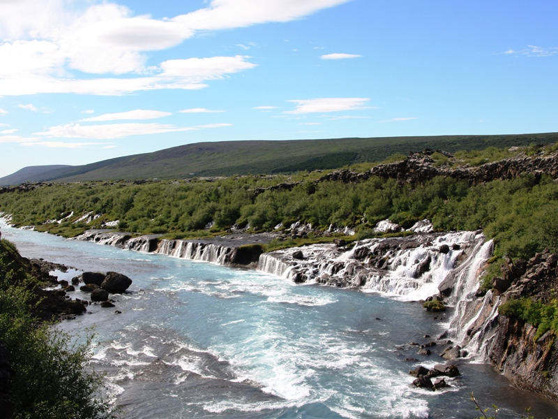 Borgarnes Hraunfossar Wasserfall bei Reykholt