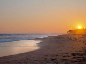 Sonnenuntergang am Strand der Südküste Sri Lankas