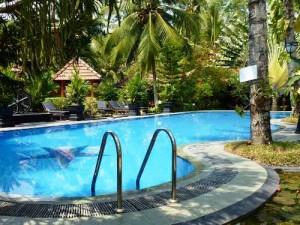Hotelpool zum Entspannen in Unawatuna