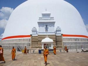 Die Heilige Stupa in Anuradhapura