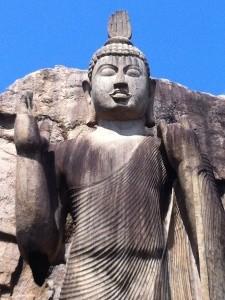 aukana-statue-buddha-himmel