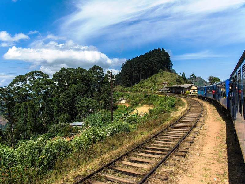 Mit dem Zug durch die Panoramalandschaften