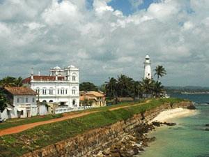 Blick auf den weißen Leuchtturm von Galle auf Sri Lanka