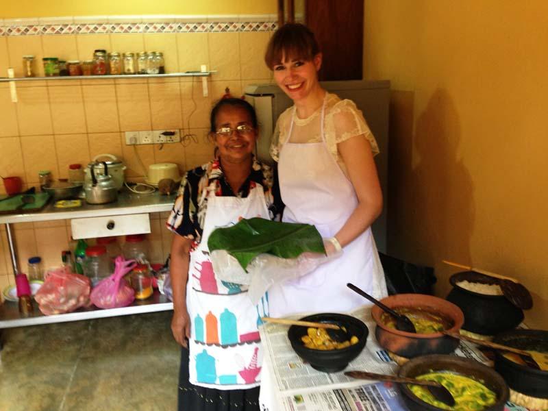 Sri Lanka Kochkurs: Reisende beim Kochkurs in Kandy