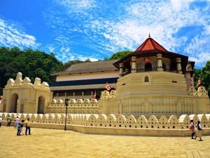 Der bedeutende Zahntempel in Kandy von außen