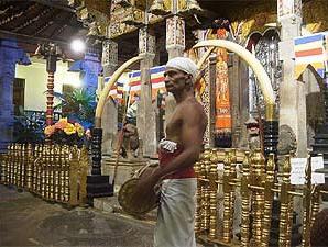 Sri Lanka Natur: Das Innere des heiligen Zahntempels