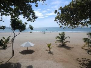 Weitläufiger Sandstrand bei Nilaveli