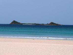 Ausblick vom Strand auf Pigeon Island