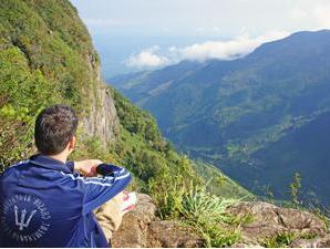 Aussicht vom Hochplateau in die weitläufige Schlucht auf Sri Lanka