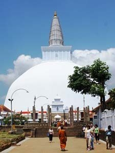 Stupa in der Königsstadt Anuradhapura