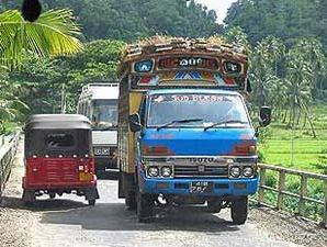 Mit dem Bus durch die Straßen