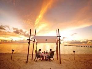 Ein romantisches Dinner am Strand