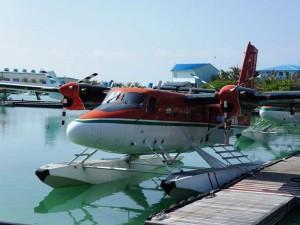 Ein Wasserflugzeug im Wasser