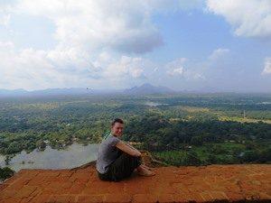 Reisespezialistin Sarah auf dem Sigiriya Felsen