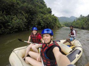 Reisespezialistin Verena beim Rafting