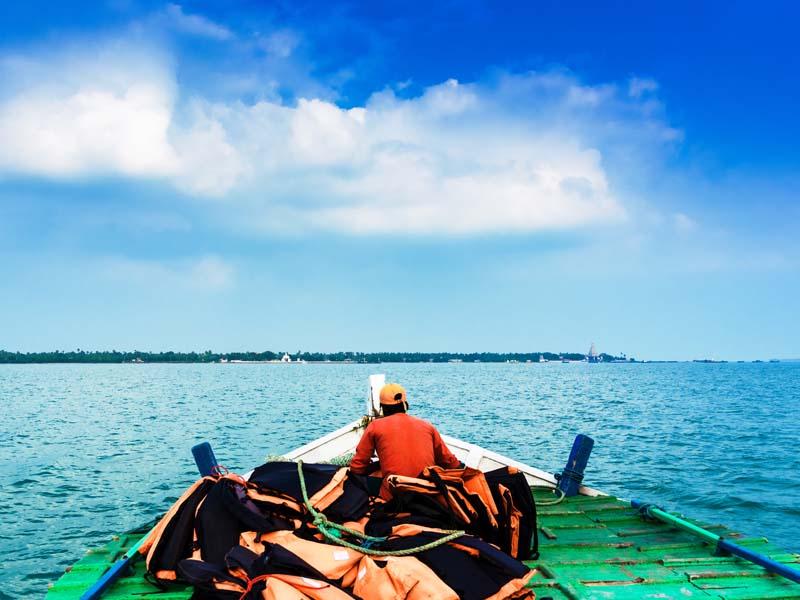 Mit dem Boot zu heiligen Tempeln