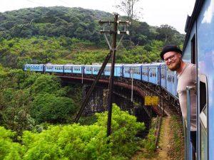 Mit dem Zug durch die Teefelder von Nuwara Eliya