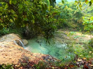 Kleiner Wasserfall im Pu Luong Naturreservat