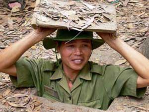 Vietnamesischer Guide bei den Cu Chi Tunneln