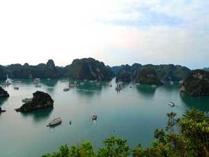 Blick über die sagenumwobene Ha Long Bucht