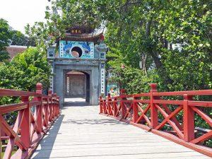 Tempel am Hoan Kiem See in Hanoi