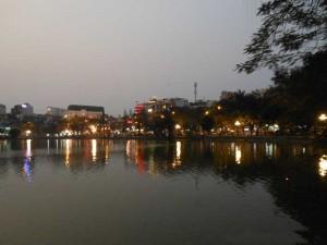abendliche Stimmung am Hoan Kiem See