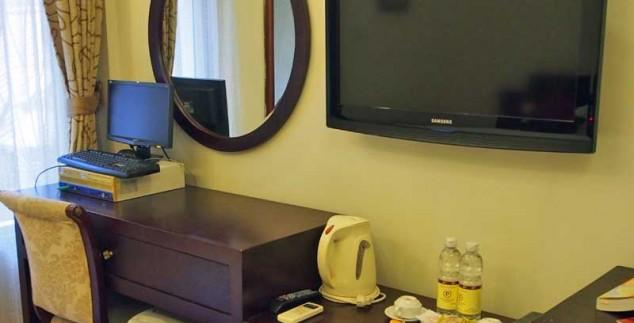 Fernseher und Computer im zentralgelegenen Hotel