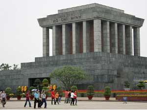 2 Wochen Vietnam: Ho Chi Minh Mausoleum in Hanoi