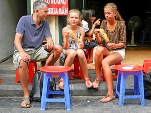 Vietnam mit Kindern: Familie in Hanoi