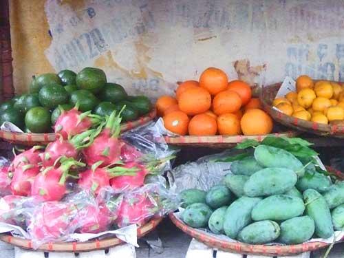 Hanoi Ausflüge: exotisches Obst auf der Streetfood Safari