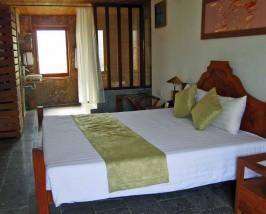 Komfortable Zimmer mit vielen natürlichen Materialien