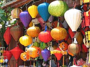 Bunte Lampions in Hoi Ans Straßen