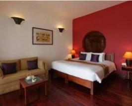 Liebevoll mit asiatischen Elementen dekorierte Zimmer