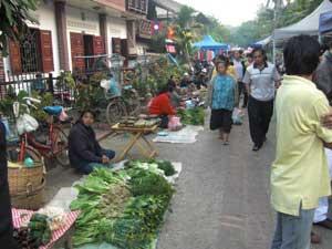 Lokale Märkte besuchen
