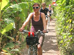 Fahrradtour vorbei an Obstplantagen