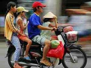 Familie auf eine Moped