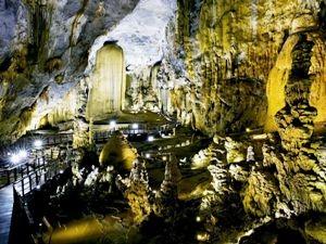 Die stimmungsvoll beleuchtete Paradise Cave