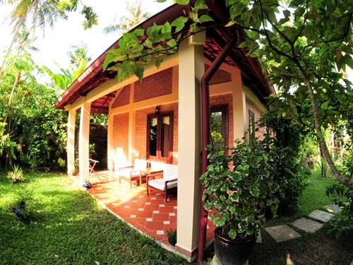 Vietnam Strandurlaub: Bungalows im tropischen Garten