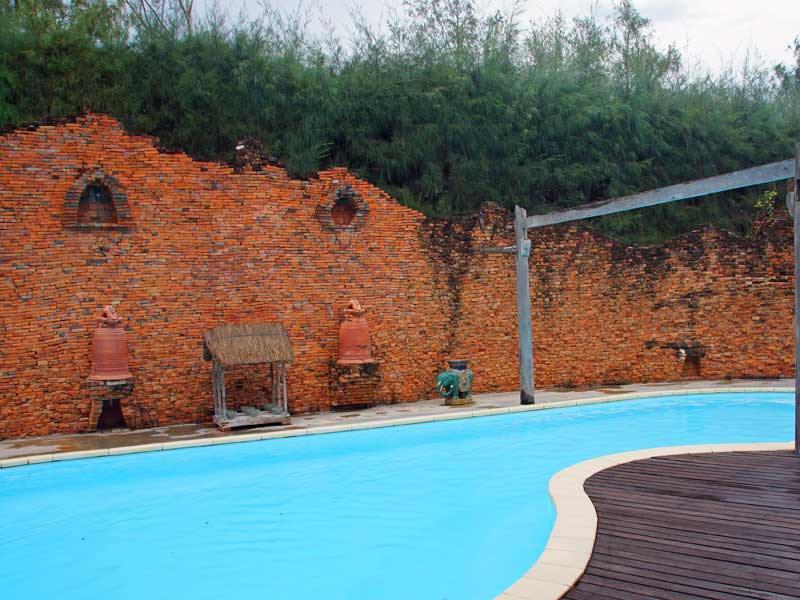 Pool vom Resort in Doc Let