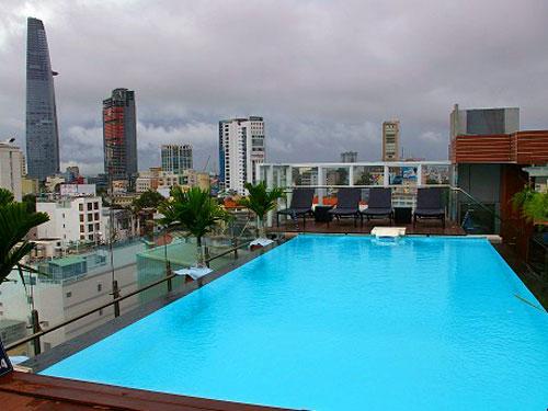 Pool mit Ausblick in Saigon