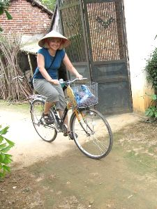 Mit dem Rad durch verschiedene Dörfer bei Ky Son