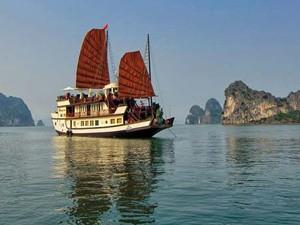 Stilecht durch die trockene Halong Bucht