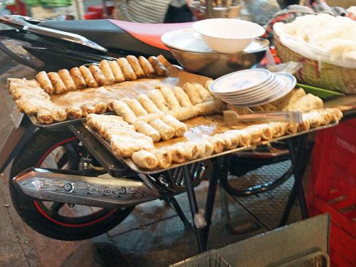 Hanoi Ausflüge: Knusprig gebratene Frühlingsrollen
