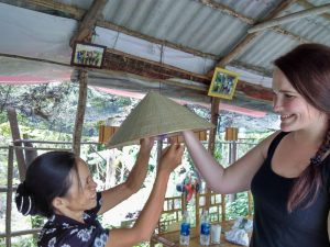 Begegnung mit Einheimischen in der Kaiserstadt Hue Vietnam