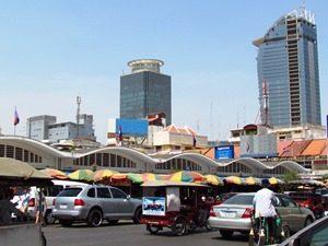 Ein überdachter Markt in Phnom Penh