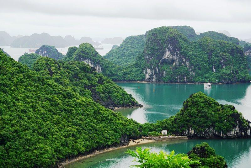 Traumhafter Blick auf die weltberühmte Halong Bucht