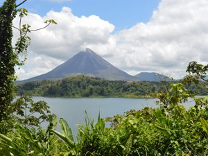 Vulkan La Fortuna mit Arenalsee in Costa Rica